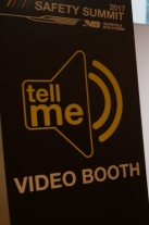 Dave-Schaal-in-Tell-Me-video-booth